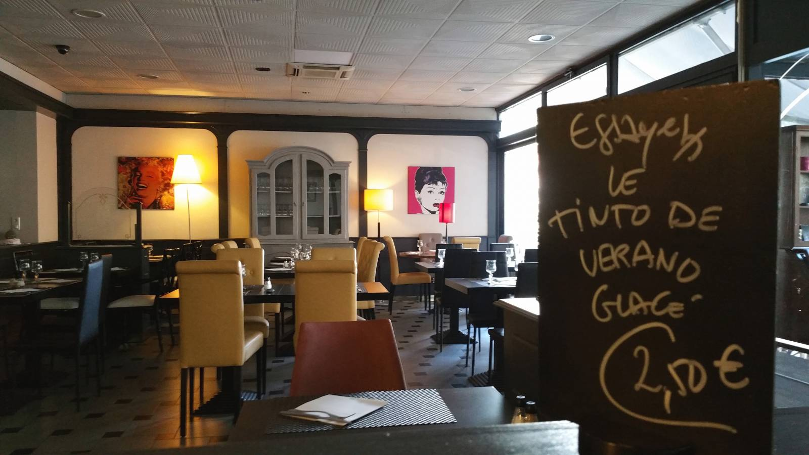 Location de salle et banquet restaurant cuisine du sud for Equipement salle restaurant